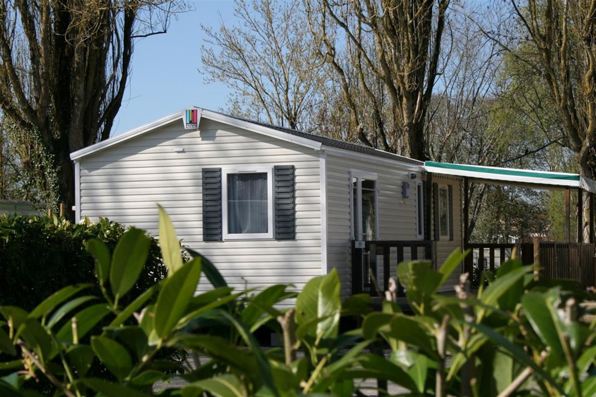 mobil home 2 chambres 6 personnes proche la rochelle location mobil home la rochelle camping. Black Bedroom Furniture Sets. Home Design Ideas